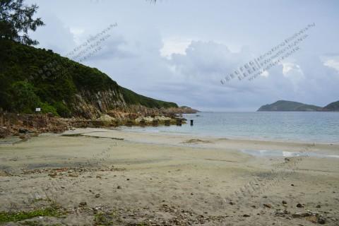 海灘與岩岸 Beach and rocky shore